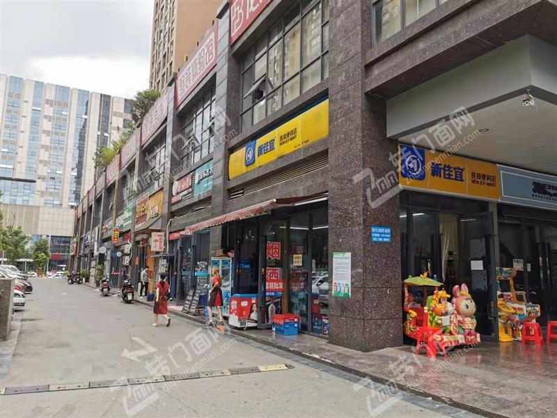 急转成熟小区出入口临街连锁超市旺铺