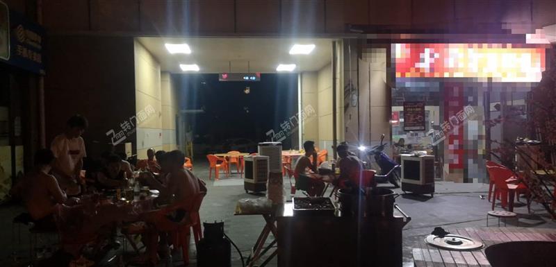 急转成熟高档小区中心位置60㎡临街餐饮旺铺