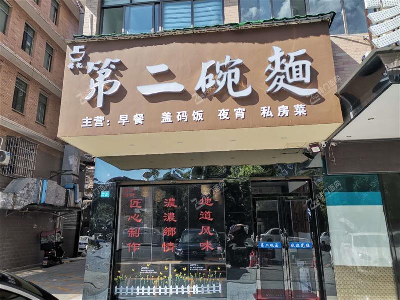 急转龙塘小区临街90平米新装修餐饮旺铺